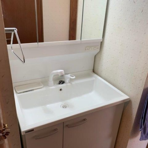 洗面・化粧台の入れ替え工事