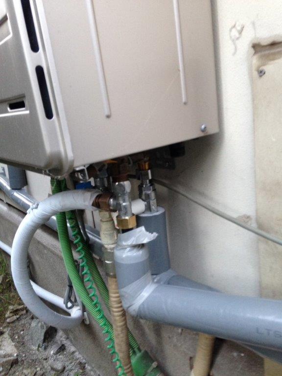 外部配管に凍結防止の保温対策
