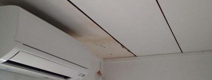 天井の雨漏り跡