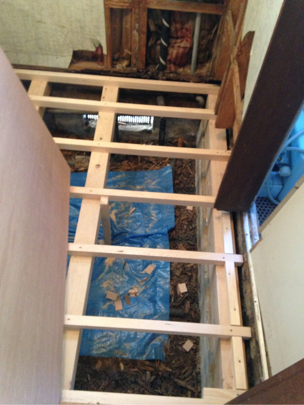 床の貼り替え工事中