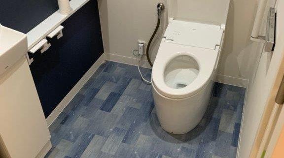 デニム生地風の床材を使ったトイレの床張り替え