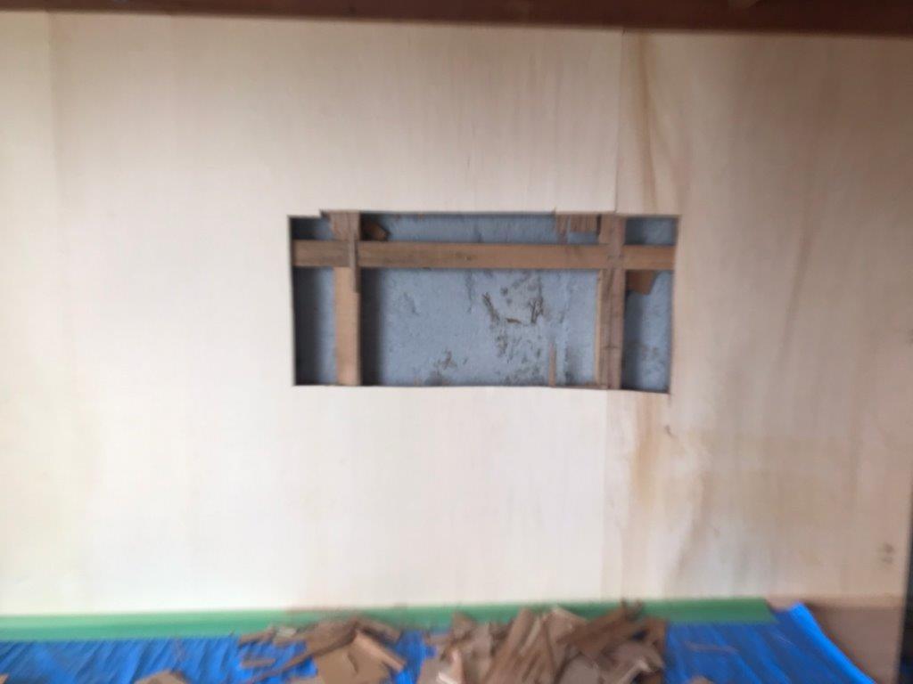 押し入れ壁の開口