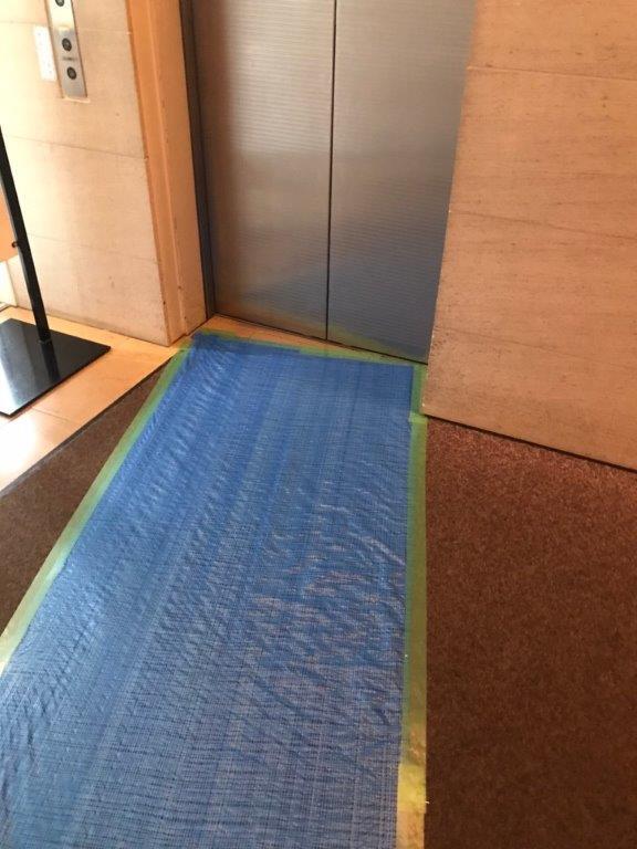 エレベーター前の養生