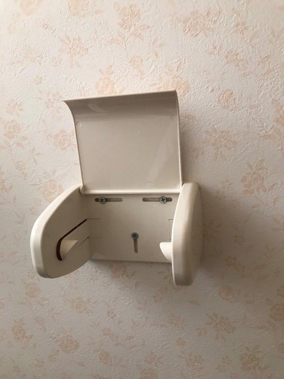 トイレのペーパーホルダー破損に伴う交換工事|大田区中央のマンションにてトイレ内のメンテナンス