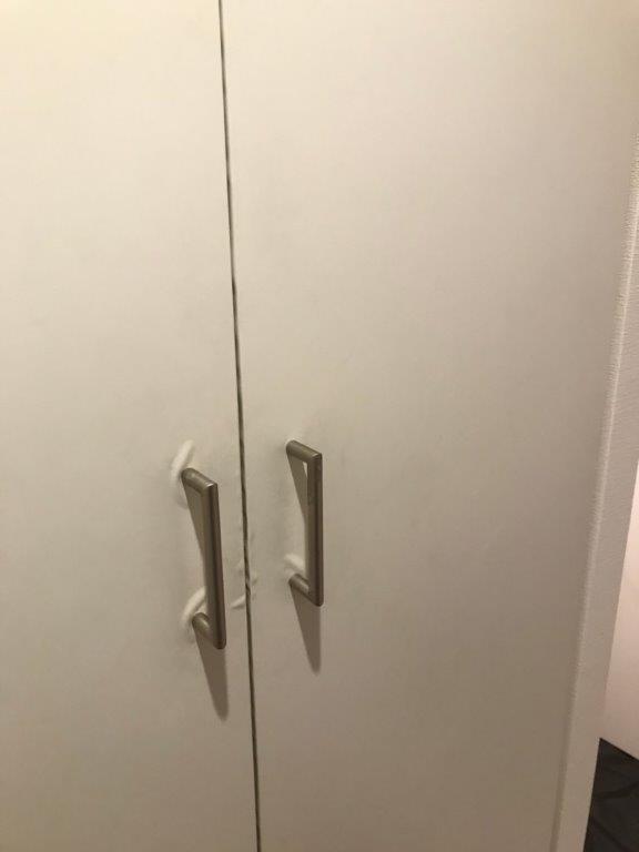 剥がれた扉