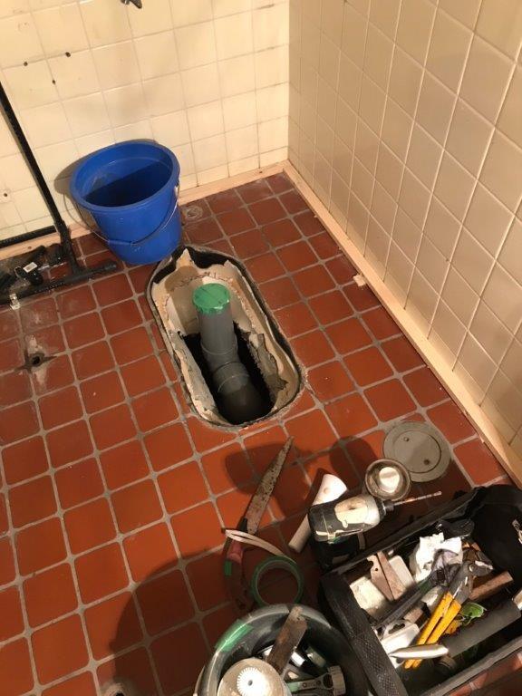 共用トイレの改修工事中