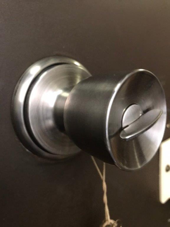 玄関ドアの錠前(鍵)の交換前